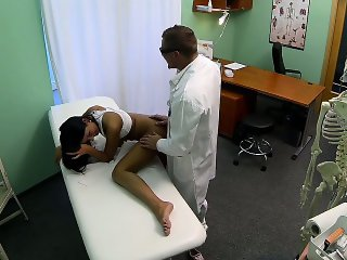 Czech Patients bad back doesn\'t stop doctor bending her over