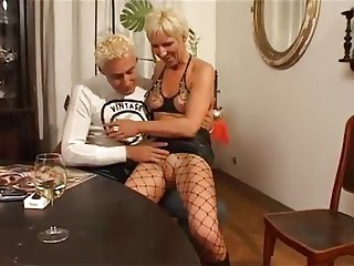 MATURE NOISY ORGASM