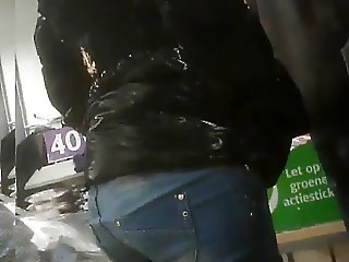 Candid young girl tight ass in jeans