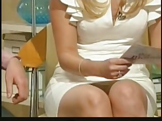 HOLLY WILLOUGHBY UPSKIRT