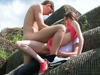 Cute girlfriend first squirt