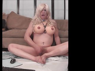AllyCDTV Cums on Her Feet