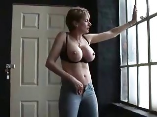 Lady Sonia strutting and wanking