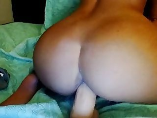 hot girl play nicely with dildo on cam