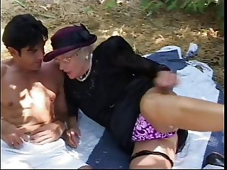 Older woman meets stud in park, sucks his hard cock and then fuck