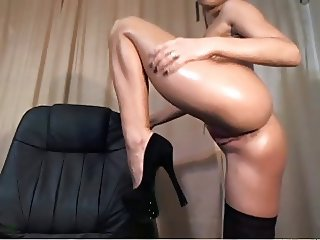 Sexy Brunette Rubs On Clit While Gyrating Body On Cam