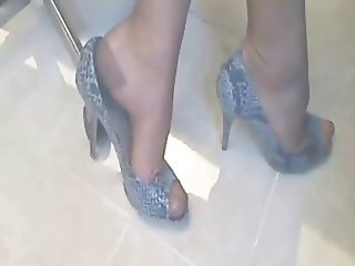 Legs and Shoes in Italian Stockings!!!!