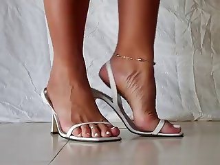 sexy MILFY feet in heels