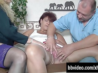 Sexy German milfs sucking cock in threesome