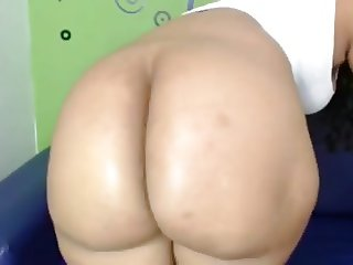 Big ole booty girl shaking that ass