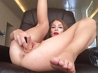 Amazing hottie has creamy orgasm