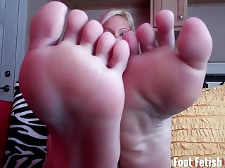 Worship my sexy little feet like a good boy