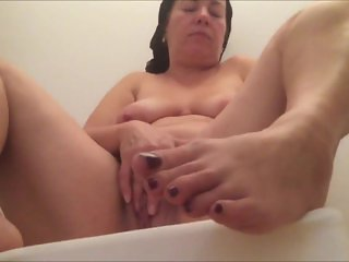 Married Milf Masturbates her muff