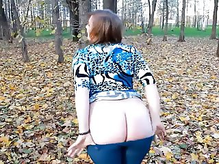 22yr old Amanda showing off her ass at the park