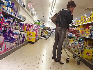 Cum on booty girl in Supermarket