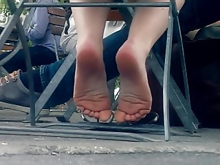 Candid feet - sexy small soles playing
