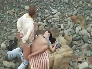 Girl gets fucked by stranger on a beach !