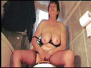 Dirty talking northern mother, on the toilet.
