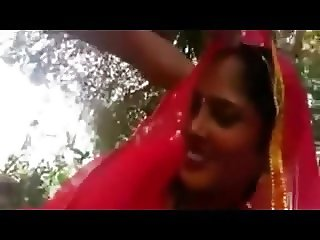 DESI MARRIRED BHABHI PLEASES HER HUSBAND