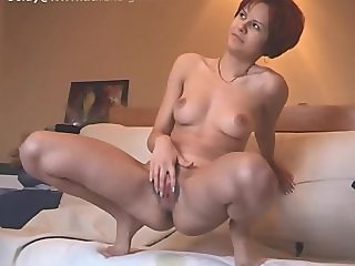 zlata pee on bed