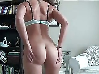 Shwoing her big ass