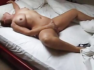 Milf mastubating AMAZING ORGASM