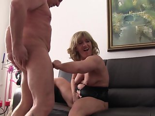 Reife Swinger - Intense foursome with kinky mature German swingers