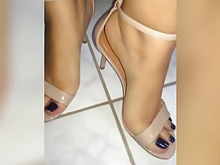 Gabriela's Feet and Soles - Toering and Heels - Barefoot