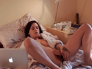 Teen babe cums hard watching porno