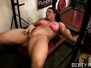 Brandime Masturbates Her Big Clit in the Gym