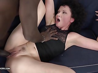 Mature SQUIRTS and goes Crazy fucked by black man