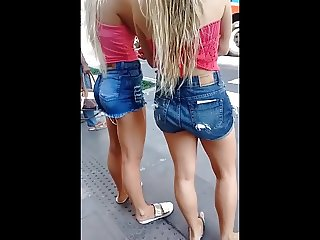 Very hot twins