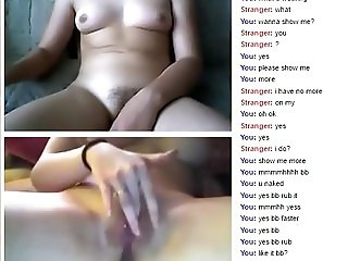 ChAt lesbian masturbates in webcam