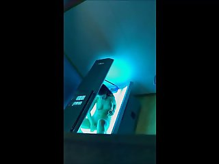 uk 20 yr old gym girl goes on sunbed
