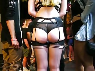TEEN IN REVEALING OUTFIT SHOWING BUTT CHEEKS