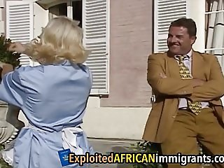 African chick enjoys blowing long white cock