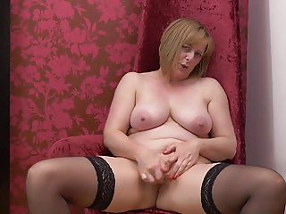 Lovely mature mother with nice tits and body