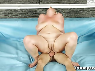 Fat bbw catfights before cockriding in ring