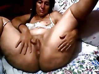 Thick Mature Shakes Ass and Plays with Pus