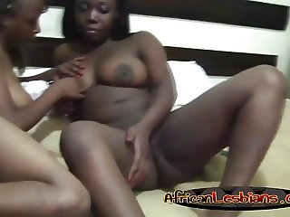 African chicks fingering each other