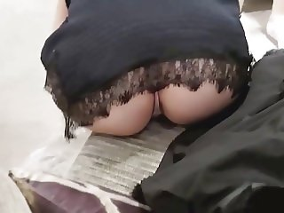 Voyeur ass in shoe shop