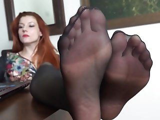 Goddess feet in nylon