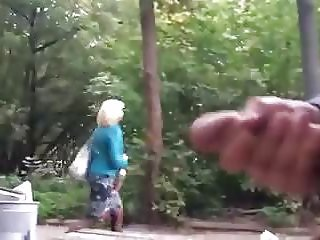Flasher scares women in park