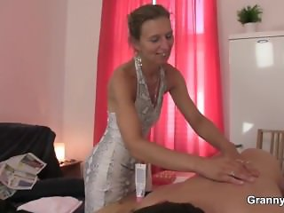 He fucks skinny granny masseuse from behind