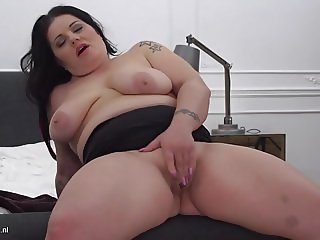Mature BBW mom Patricia with tiny hungry pussy