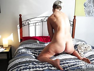 Yanks Beauty Steel Masturbates Her Hairy Snatch