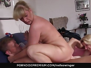 REIFE SWINGER - Mature newbies suck cock and lick each other