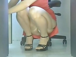Upskirt Mature in the office! Panties and stockings!