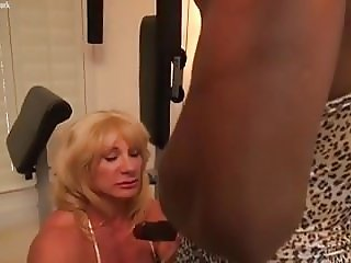Mature female bodybuilder Wild Kat and ebony muscle Nadia