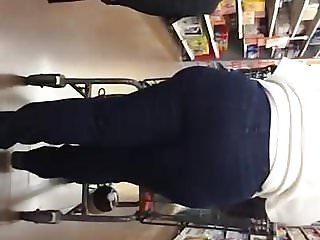 Big round Booty Pawg Gilf in jeans